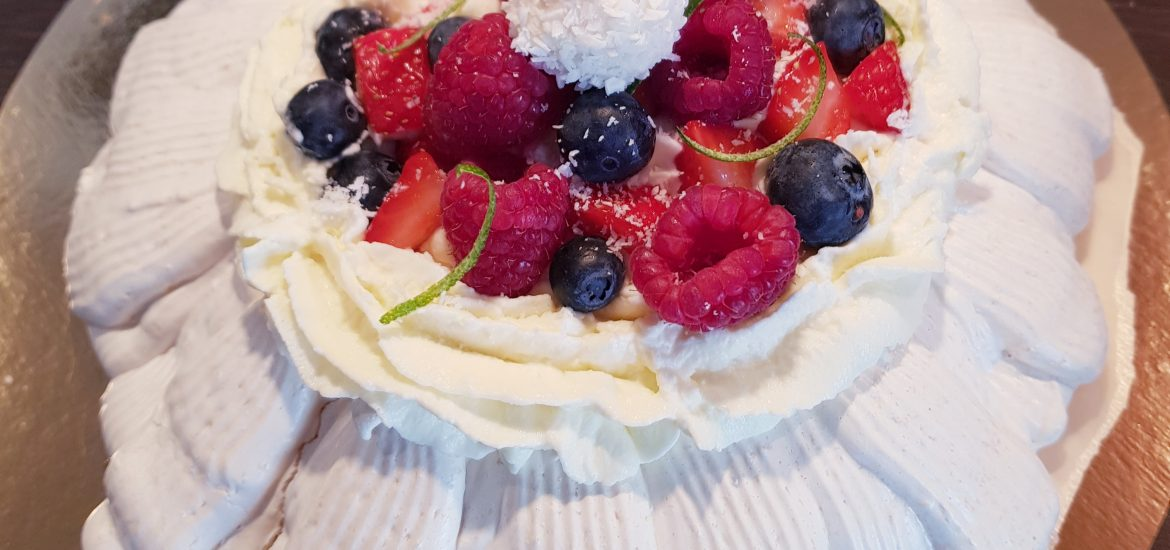 Pavlova fruits rouges coco